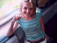 Osmnáctka přeblafne frajera ve vlaku