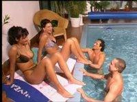 Čtyřka v bazéně