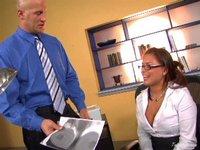 Všehoschopná sekretářka