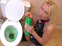 Zvrhlé hrátky v koupelně