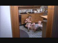 Natočil jsem rodiče, jak šukají v kuchyni