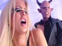 Jenna šuká s Luciferem