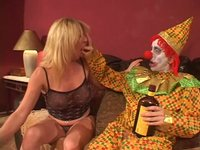 Vožralej klaun a zralá ženská
