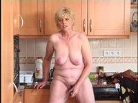 Paní Marie v kuchyni
