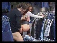 Pár šuká v obchodě