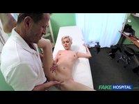 Prostitutka Vlasta u lékaře