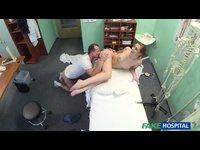 Doktor voprcá pacientku